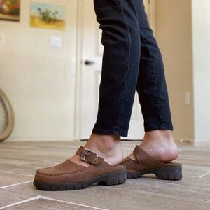 Vintage Shoes - Vintage brown leather mules. 🤎